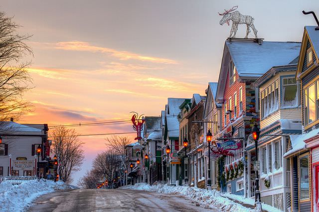 There are a few restaurants in Bar Harbor Maine open in winter.