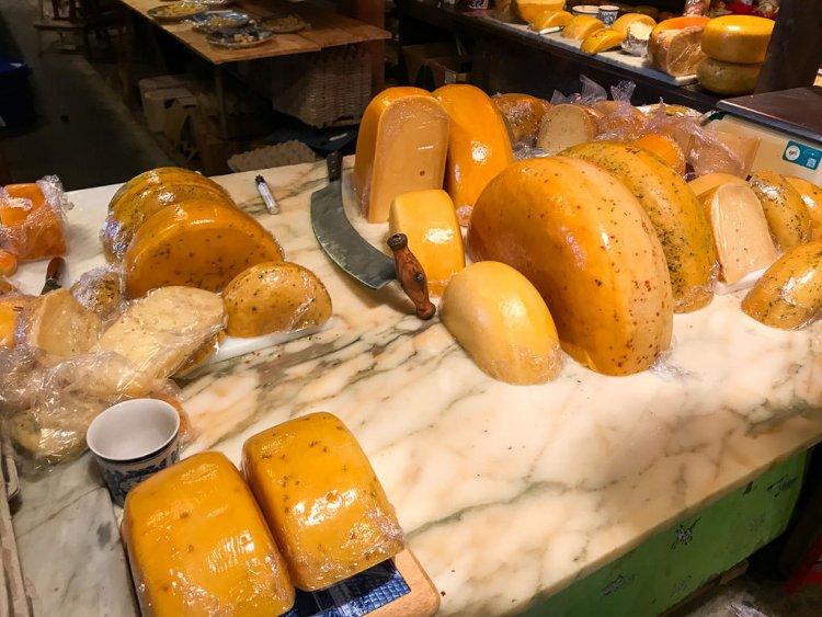 Cheese tasting options at Clara Maria Holland Cheese