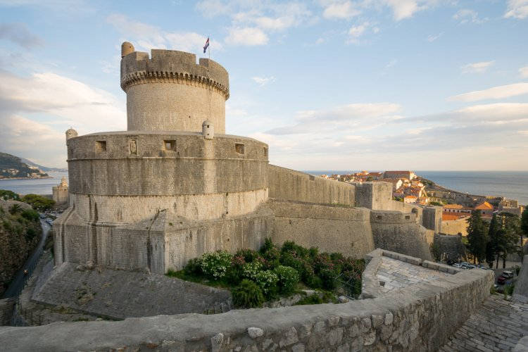Dubrovnik walls complete with a tall fort.