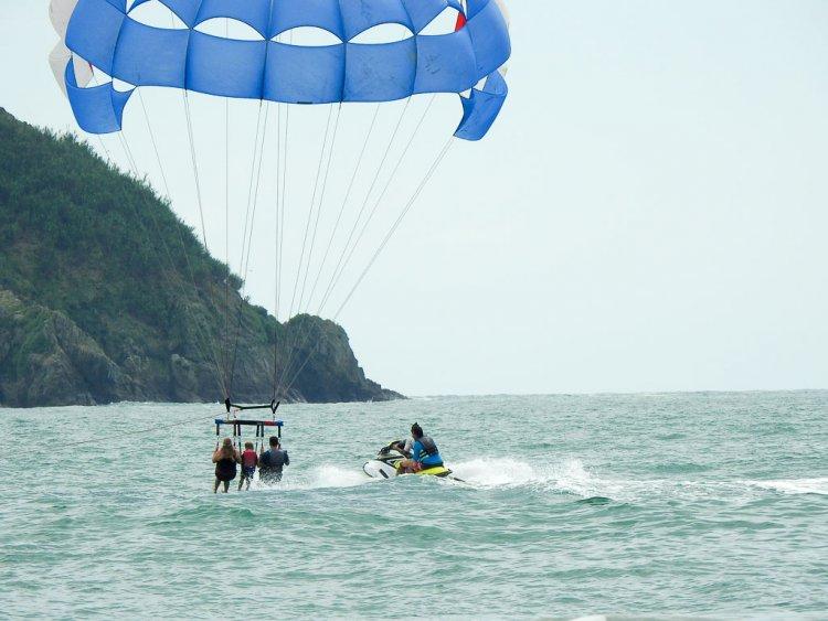 Parasailing Costa Rica landing into the Pacific Ocean.
