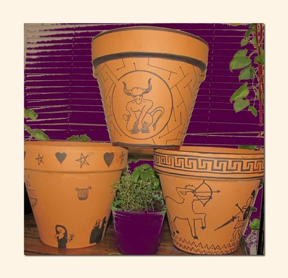 Small clay pots with drawings of ancient greek pictures.