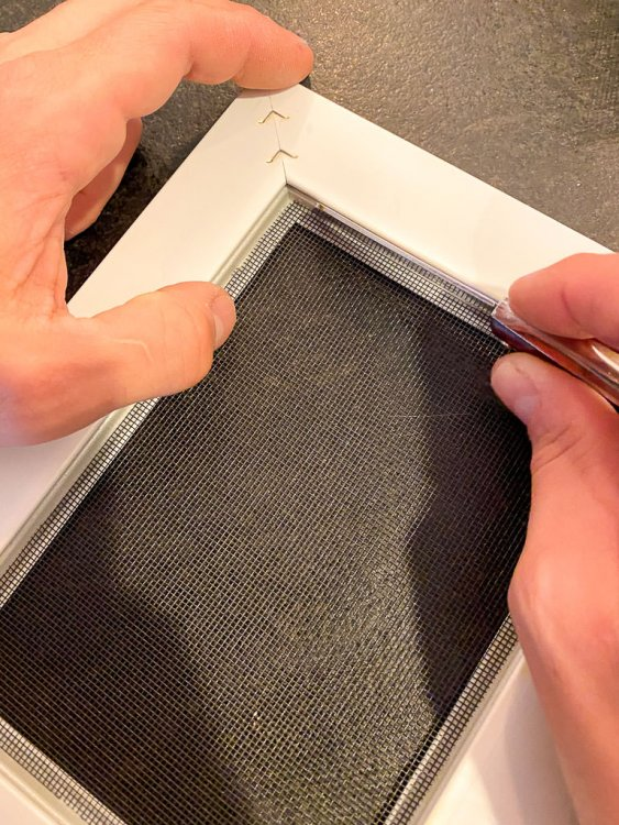 Gluing the screening into the frame.