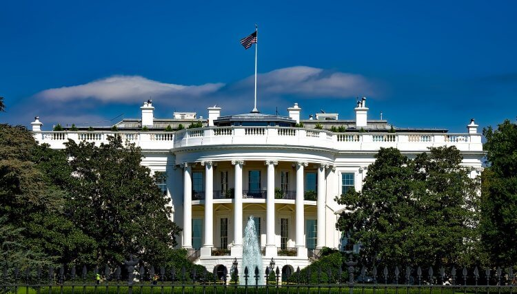 White House in Washington DC with greek architecture