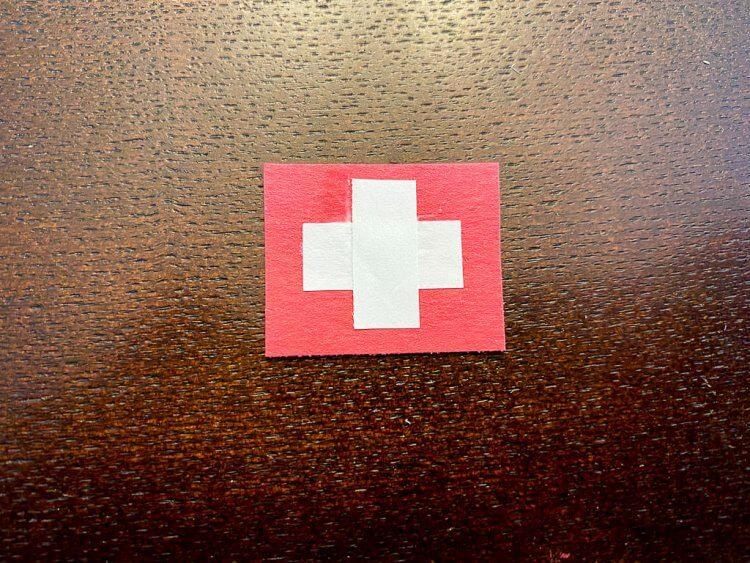 Mini swiss flag for the alpine hat.